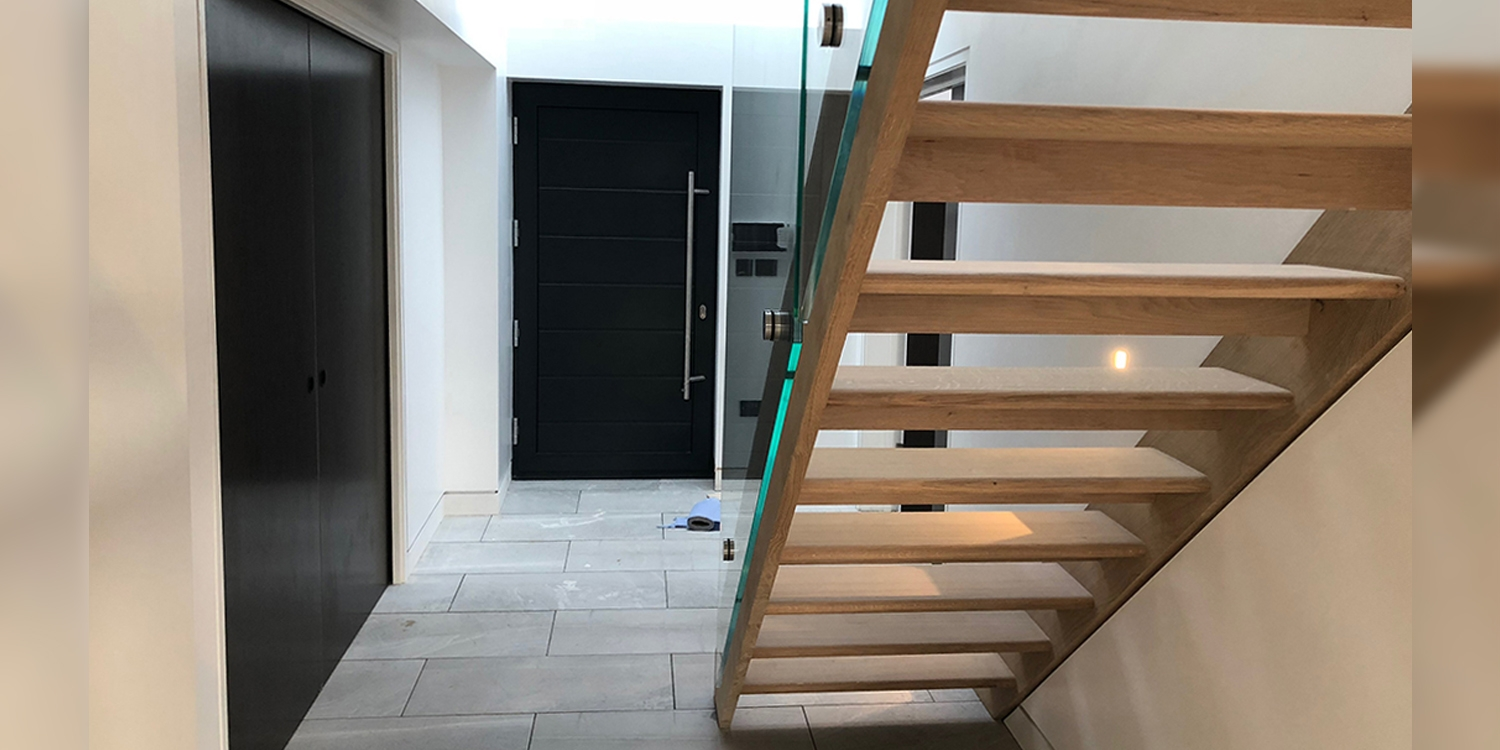 bright modern staircase, natural light staircase, MINIMALIST OAK STAIRCASE