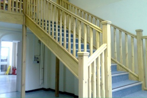 Staircase with a double handrail