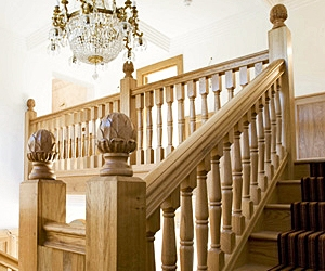 European oak staircase with decorative finials, case study 3