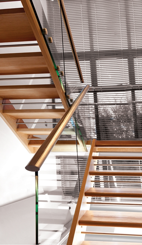 Glass balustrade by Pear Stairs