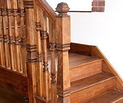 Traditional hemlock staircase by Pear Stairs