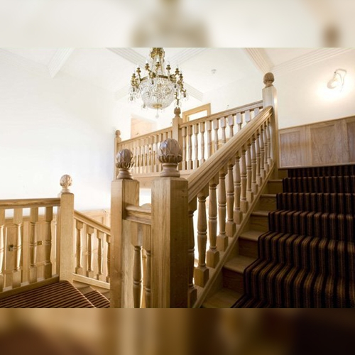 Grand oak staircase, grand oak, oak stairs, pear stairs