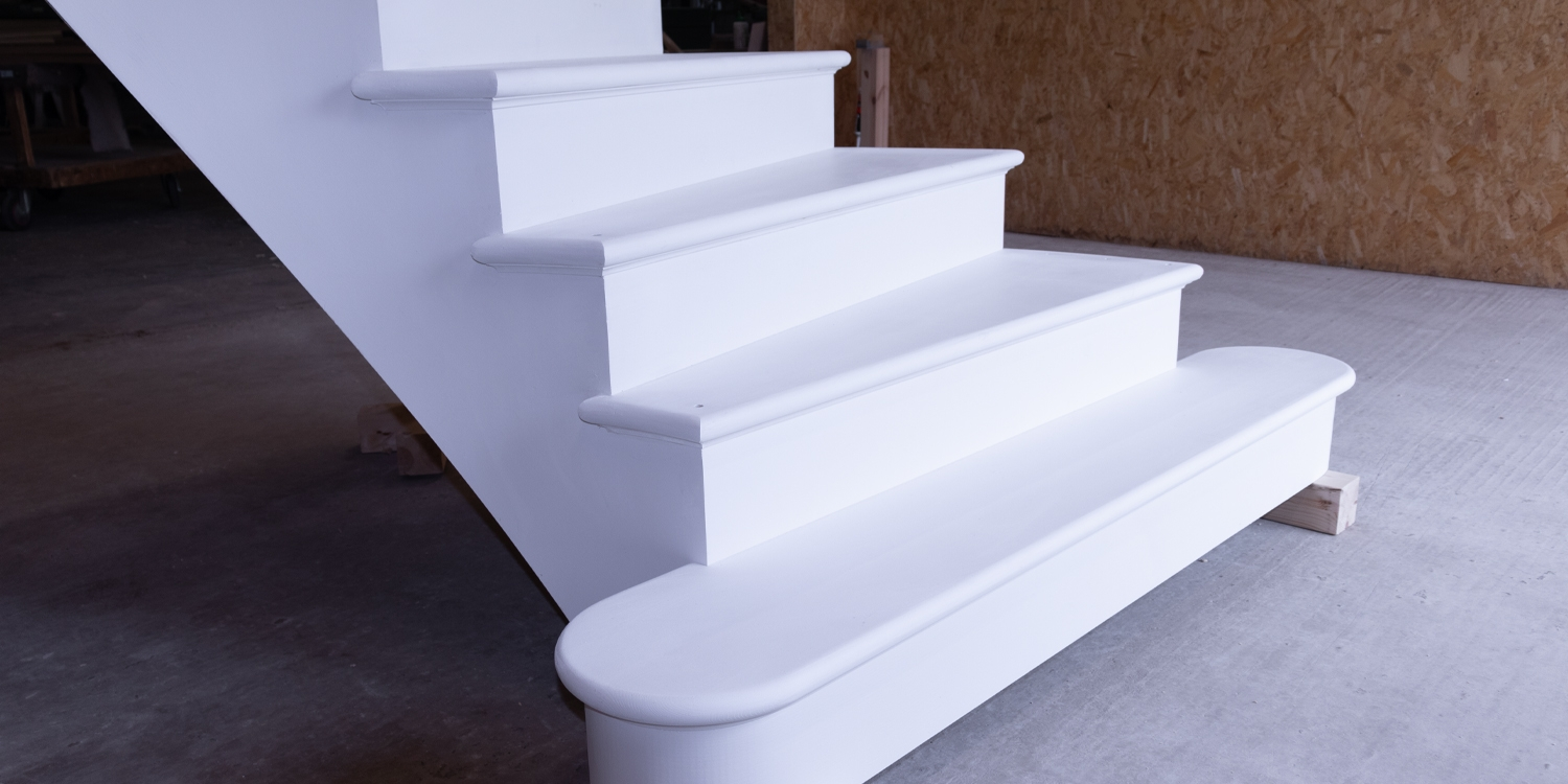 feature step, curved staircase
