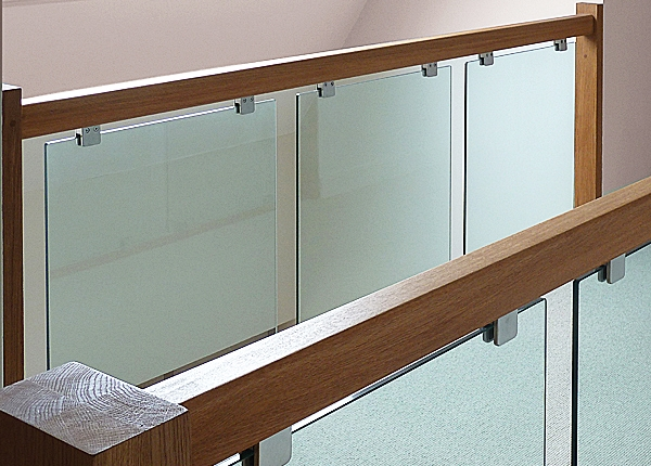 Glass stair balustrade by Pear Stairs