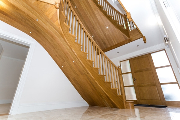 Oak curved staircase and balustrade