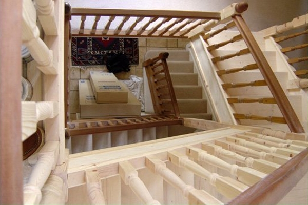 Balustrade for staircases and landings with rustic pine